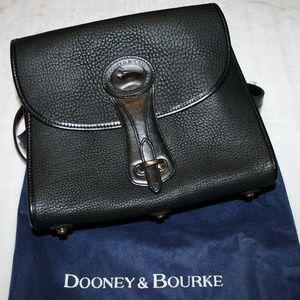 EUC Dooney & Bourke Vintage Large Black Essex Bag